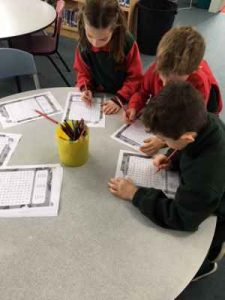 Completing a cercaparole (wordsearch) on i mesi dell'anno (months of the year)